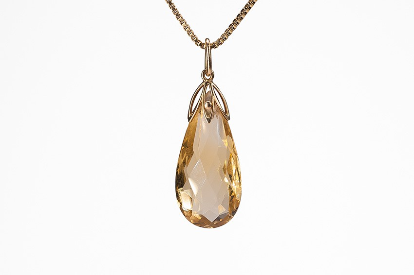 17 cts briolette citrine on a gold chain