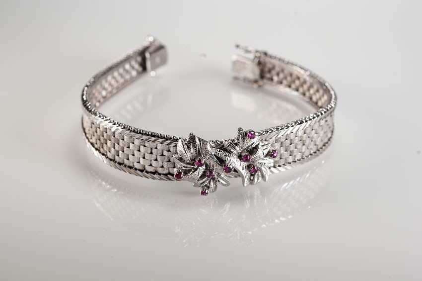 Bracelet - 14K white gold with pink and red rubies - up color