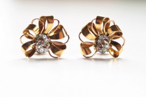vintage bow ribban earrings front