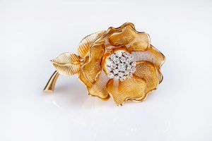 REtro French rose brooch 18k gold and diamond hart 1940s