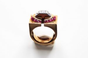 18K gold and diamond TANK ring with synthetic rubies