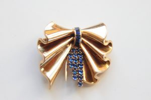 showers of sapphire in a 18K gold brooch